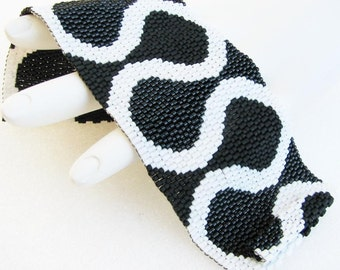 Ruffles in Black and White Peyote Cuff / Peyote Bracelet (2434) - A Sand Fibers Creation