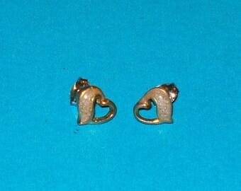 Vintage 1950s Gold and Enamel Heart Stud Earrings