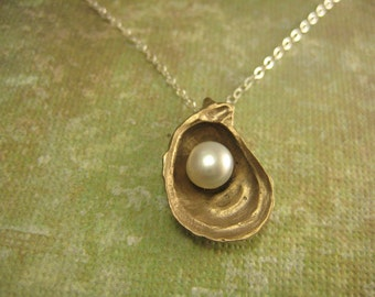 Oyster necklace medium  in Bronze
