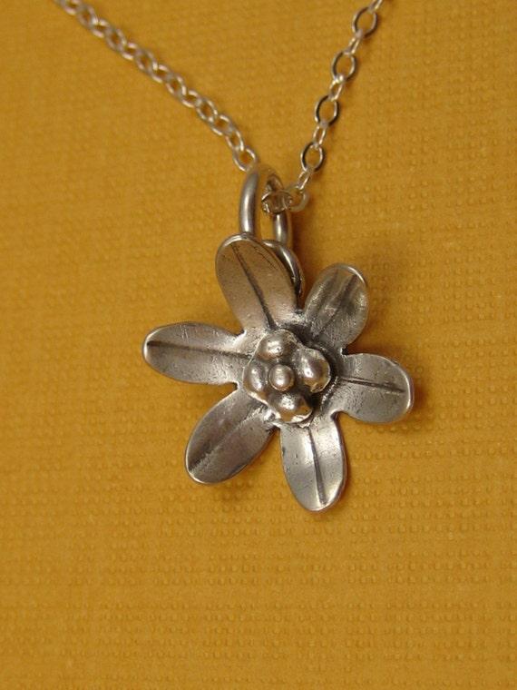 Petite Daisy  necklace