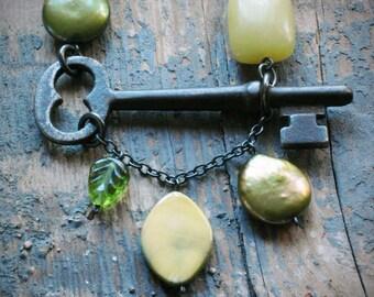 my secret necklace - green