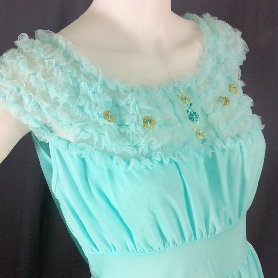 1960s nightie with ruffled neckline L, XL