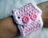 crochet pink and white wrist cuff