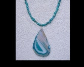 TURQUOISE NECKLACE WITH AGATE SLICE