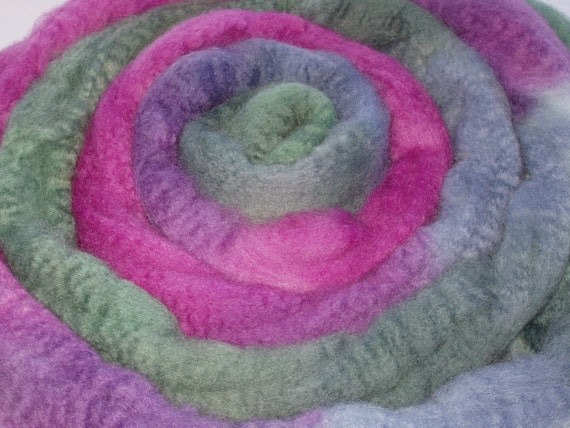 HANDPAINTED EXTRA SOFT BLUEFACED LEICESTER WOOL ROVING\/TOP FOR HANDSPINNING AND FELTING