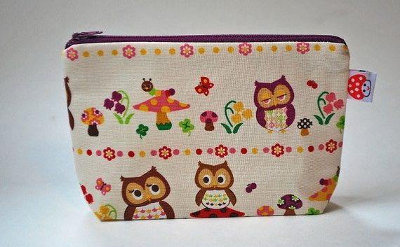 The small clutch, cosmetics case, hand bag --- Owls and mushrooms