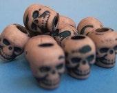 20 Altered Khaki Tan Skull Beads Plastic Halloween Psychobilly Goth ZNE ESST