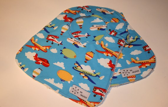 NEW BABY GIFT - Airplanes on Blue Bib and Burp Cloth Set