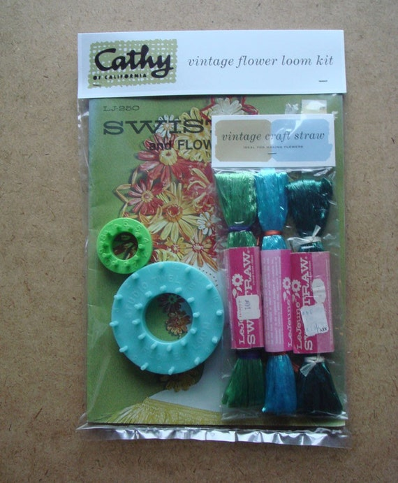 Vintage Flower Loom Kit SWISTRAW AND FLOWER LOOMS Book 2