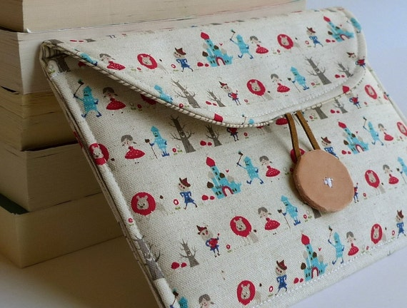 LAST ONE- Nook Color/  Nook / Kindle Petite Pochette in Wizard of Oz - Tin Man and Dorothy with Gray Woodgrain