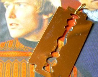 1pc RAZOR BLADE CHARM Vintage Blingy Kitsch Pendant