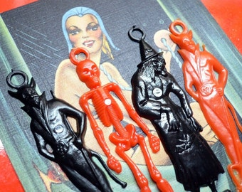 4pcs PLASTIC HALLOWEEN CHARMS Vintage Kitsch Devils Witches