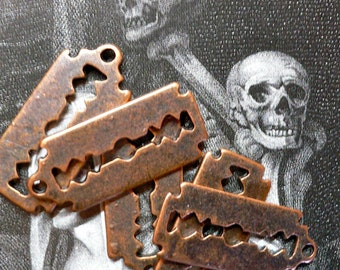 5pcs Mini RAZOR BLADE CHARMS Aged Look