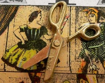 TINY SCISSORS CHARM Vintage Working Detailed Brass