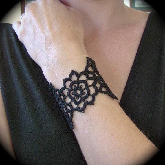 Tatted Cuff Bracelet - Grand Daisy Bracelet