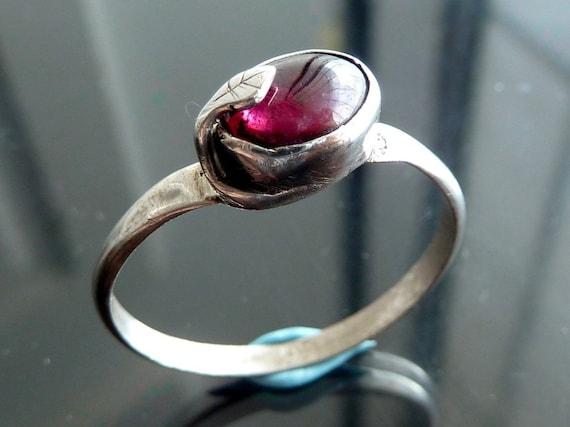 Rhodolite Garnet Leaf ring purple pink oval cab in sterling silver size 10