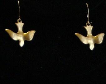 Birds in flight EARRINGS - vintage brass gold tone