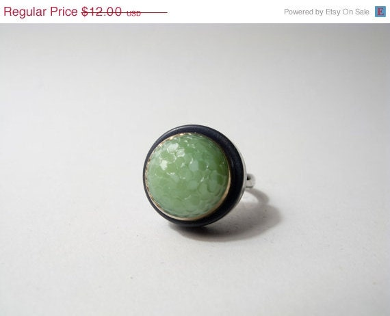 SUMMER CLEARANCE GEOMETRIC Modern Pastel: Lost In The Green Web Button Ring.
