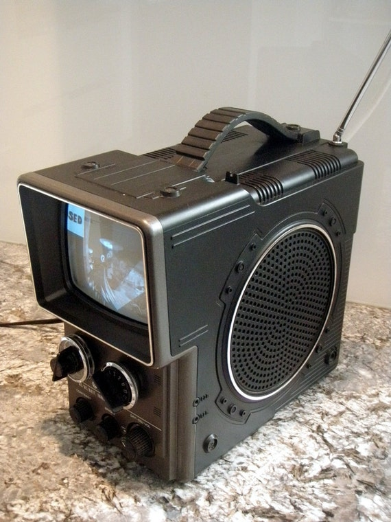 Vintage hitachi 1980 portable television sci fi retro for Sci fi home decor