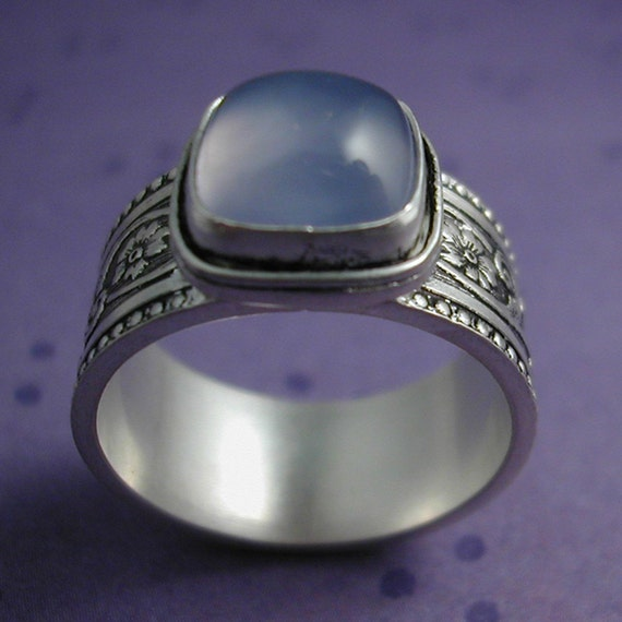 Chalcedony Ring with Patterned Band