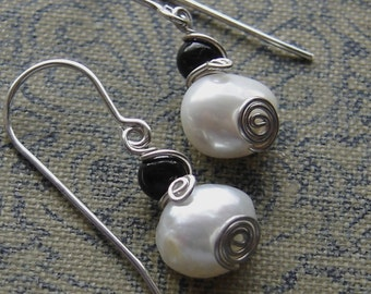 Little Fresh Water Pearl Earrings - Swirl With Black Onyx - Sterling Silver Wire Small Dangle Earrings - Pearl Jewelry - Women