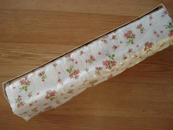 Vintage 1950s Quilted Shabby Chic Shelf Paper Drawer Liner