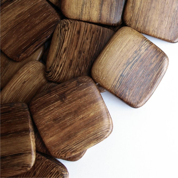 WDSQ-35RB - Wood Bead, Flat Square 35mm, Robles - 16 Inch Strand
