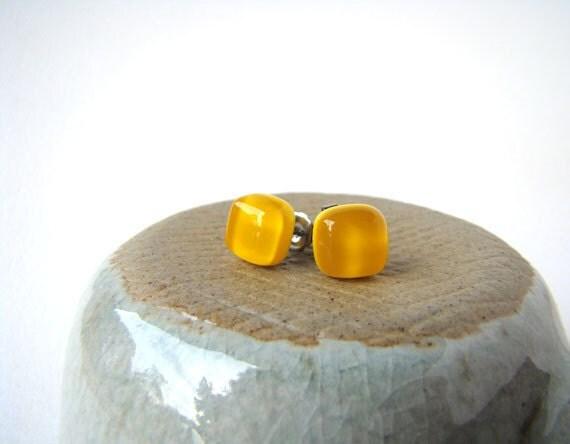 yellow cube glass earrings 8mm