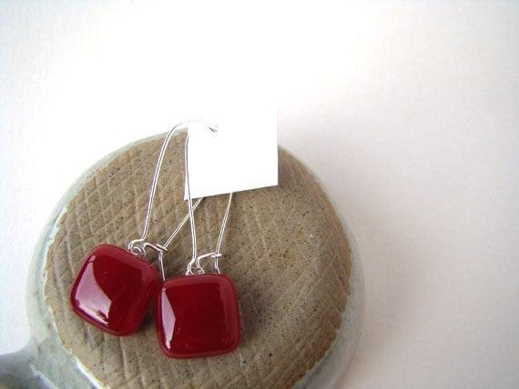 deep dark red glass drop earrings 15mm