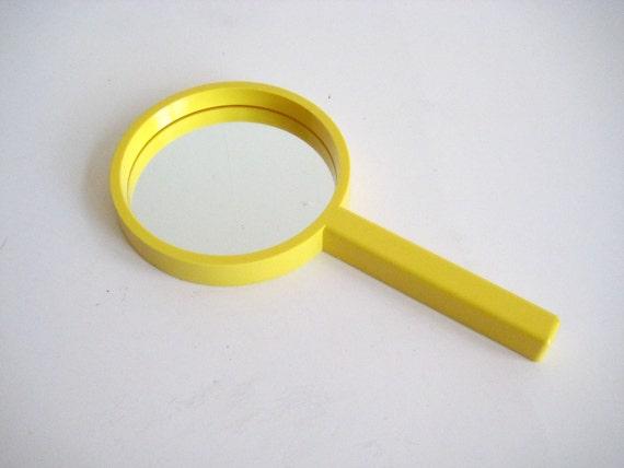 Decembre Karhumuovi Yellow Plastic Hand Mirror