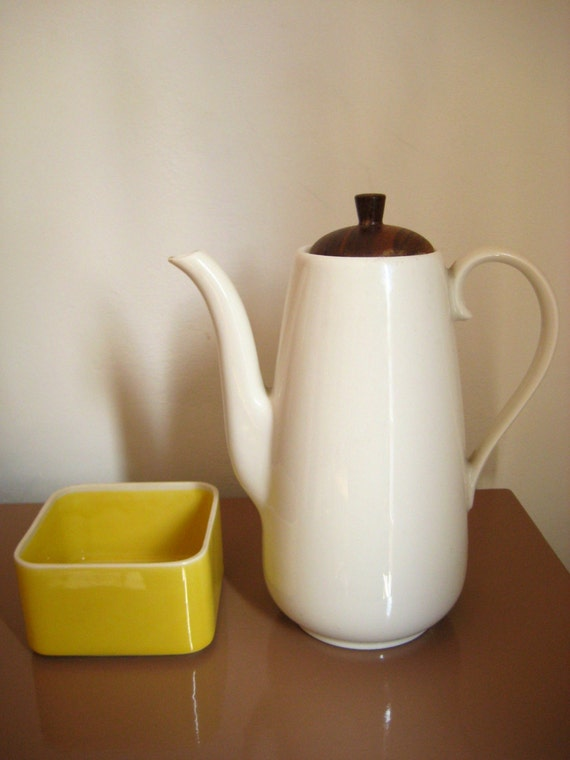 Danish Modern White Ceramic Coffee Pot Shenango Peter Terris