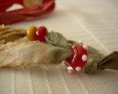 Bookmark Sari Ribbon Artist Beads   Beige and Red