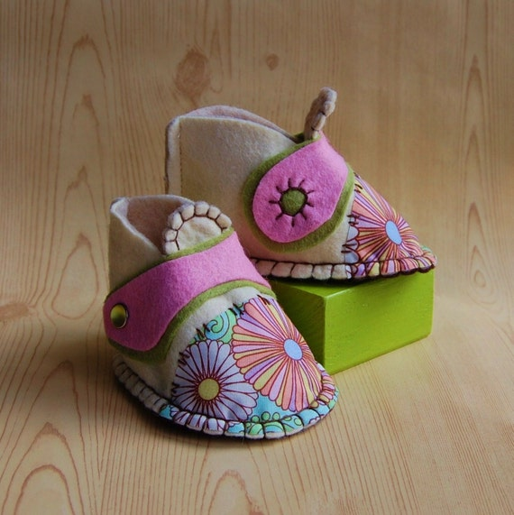 Hand Stitched Felt Baby Shoes - Flower Booties - Baby Girl