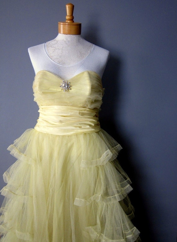 Meringue 60s vintage prom dress or wedding gown with full tulle skirt