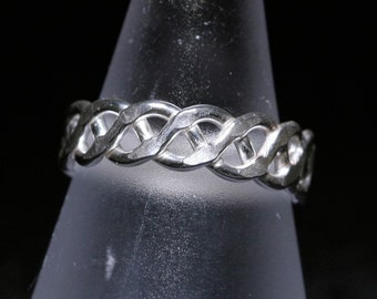 Interlaced Trinket Ring- Stackable