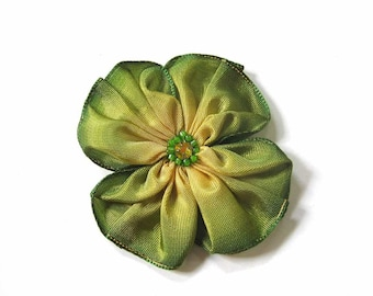 little green ribbon flower brooch