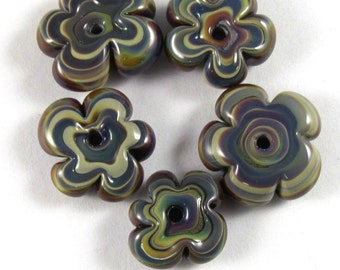 Free Shipping for this Handmade Adorable Funky  Flower Bead Set Made with Raku Glass