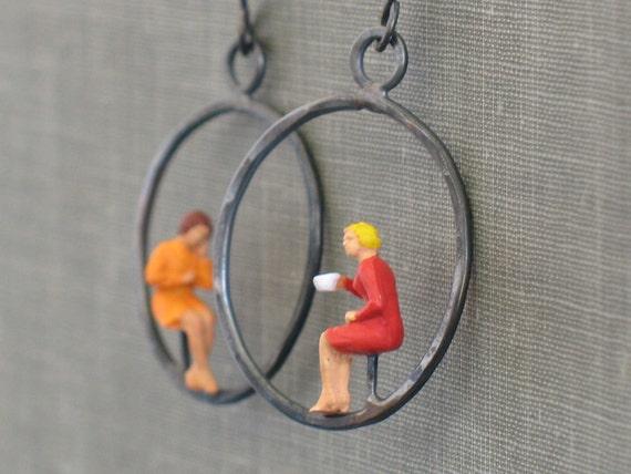 tiny people hoop earrings- red and orange
