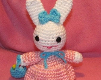 Amigurumi Bunny with Basket