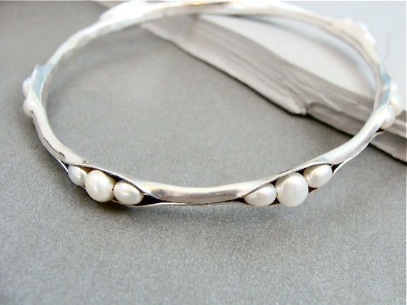pearl cluster skinny bangle