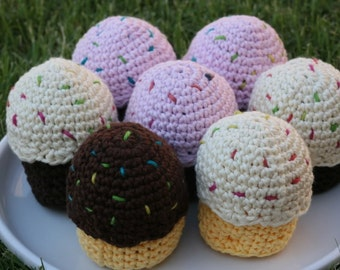 Naturally Sweet Custom Cotton Play Food--You Choose 6 cupcakes (any color cake with SWAPPABLE frosting)