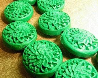 Cinnabar disc center flower 20mm dark green 4p