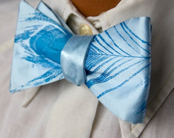 Peacock Feather bow tie, sky blue. Self-tie & adjustable bowtie. Men's silkscreened necktie, electric blue print.