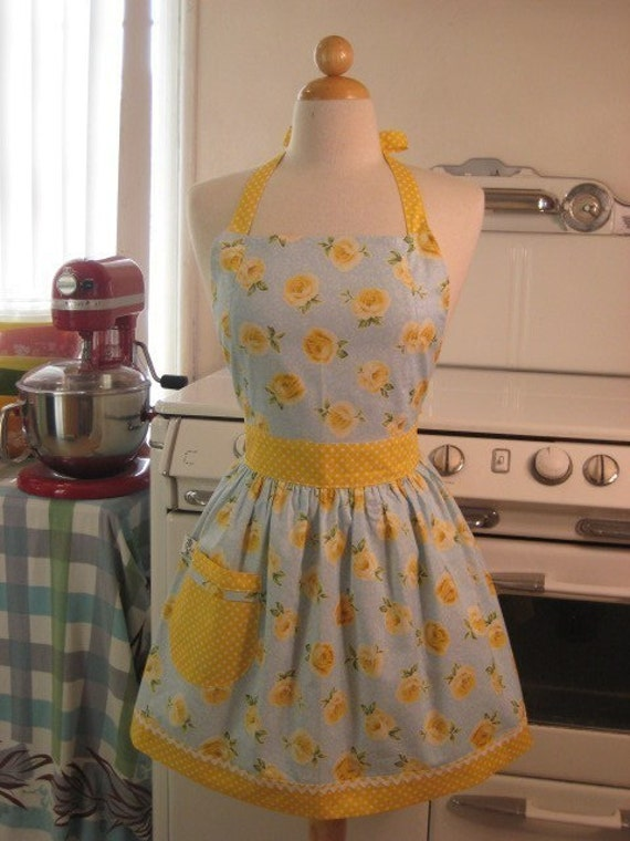 The CHLOE Vintage Inspired Yellow Rose Full Apron