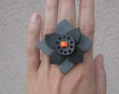 eco BLOOM ring (large - orange with dots)
