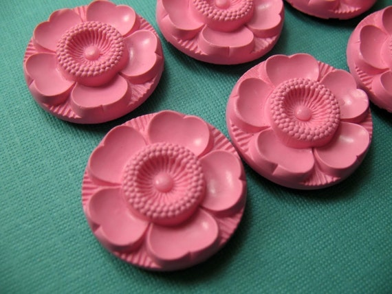 6 Vintage Sweet PINK Plastic Flower Buttons Beads