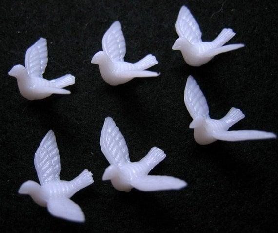 6 Vintage Style White Plastic Doves