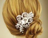 Crystal Wedding Hair Comb, Rhinestone Leaves Bridal Hairpiece, Vintage Bridal Head Piece, Ivory White Pearl Comb, Crystal Leaf Comb, EVE