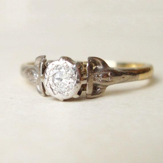Art Nouveau Solitaire Diamond and Platinum 18k Gold Ring Size US 5.75