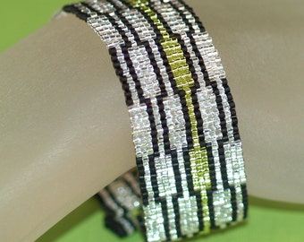 Staccato ... Peyote Bracelet . Beadwoven Cuff . Metallic . Lime Green . Silver . Black . Sparkly . Shiny . Geometric . Modern . Chic